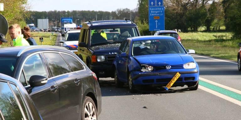 Veel verkeershinder na botsing op N34 bij Gieten.
