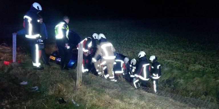 Dames in auto gewond op A37 na botsing met vrachtwagen bij Hoogeveen.