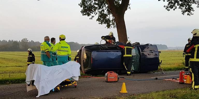 Automobilist in Nieuw-Balinge bekneld na botsing.