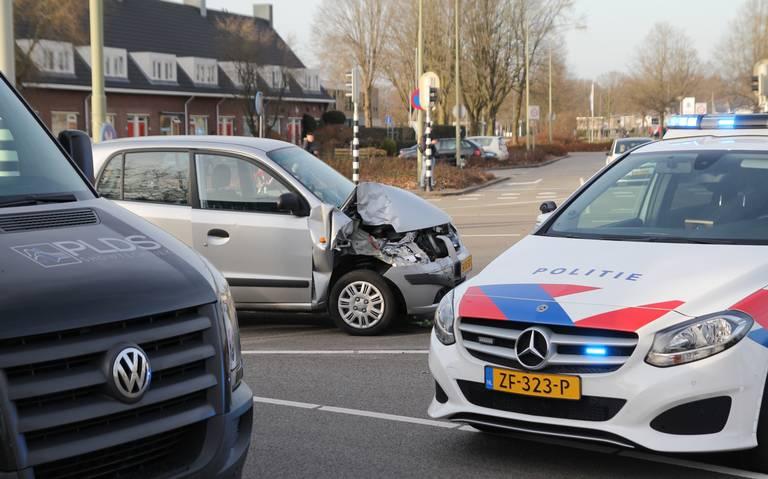 Ongeluk op de Eerste Bokslootweg in Emmen: één gewonde.