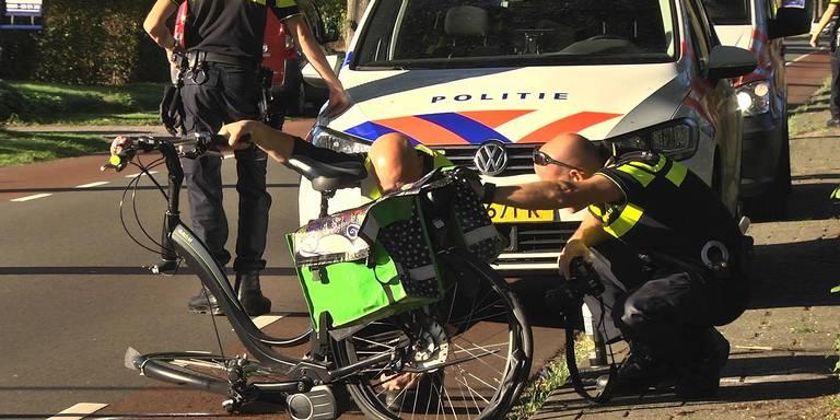 Fietsers gewond naar ziekenhuis na botsing in Rijssen.