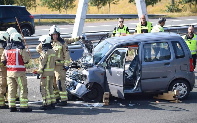 Ongeluk op A32 bij Meppel, rijbanen afgesloten.