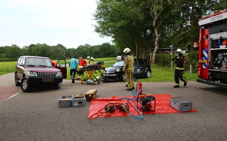 Ongeluk op kruising Grensweg-Gieterweg in Gieten: een persoongewond.