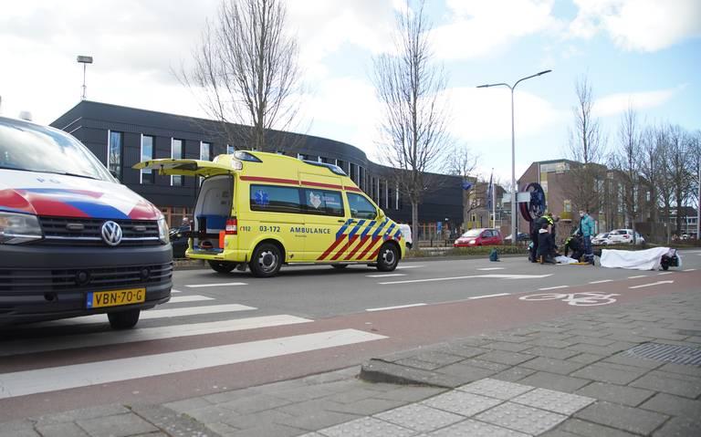 Scooterrijder gewond na botsing met auto op de Weiersstraat in Assen.