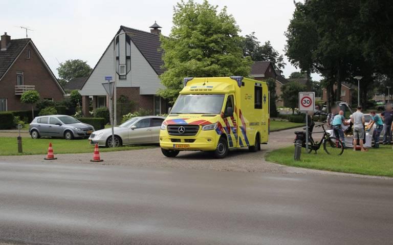 Fietser gewond na aanrijding op de Rozenlaan in Nieuw-Buinen.