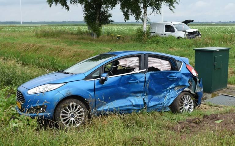 Twee autos beschadigd bij botsing buitengebied Valthermond.