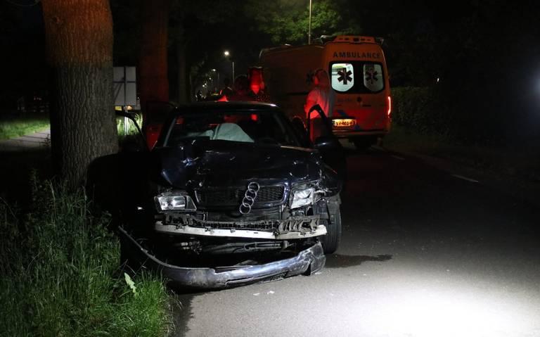 Eén gewonde bij kopstaartbotsing op de Veeningen in Veeningen.