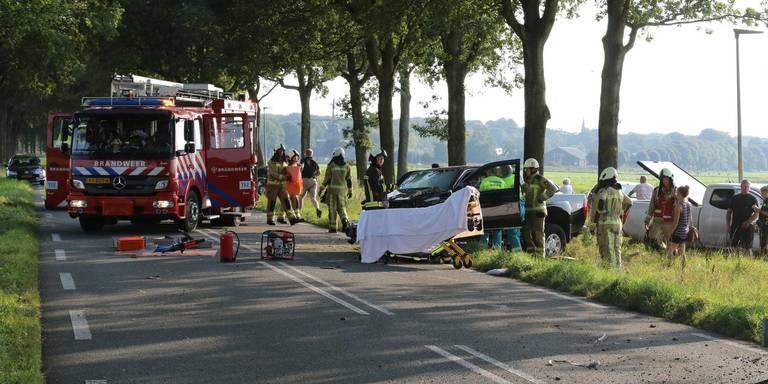 Gewonde bij botsing tussen pick-uptruck en personenauto De Groeve.