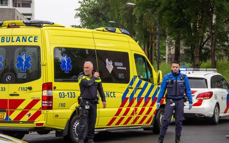 Pizzabezorgster op de fiets aangereden op de Houtweg in Emmen.