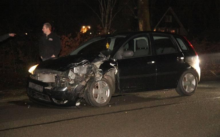 Kopstaartbotsing op Peelstraat in Erica: twee gewonden.