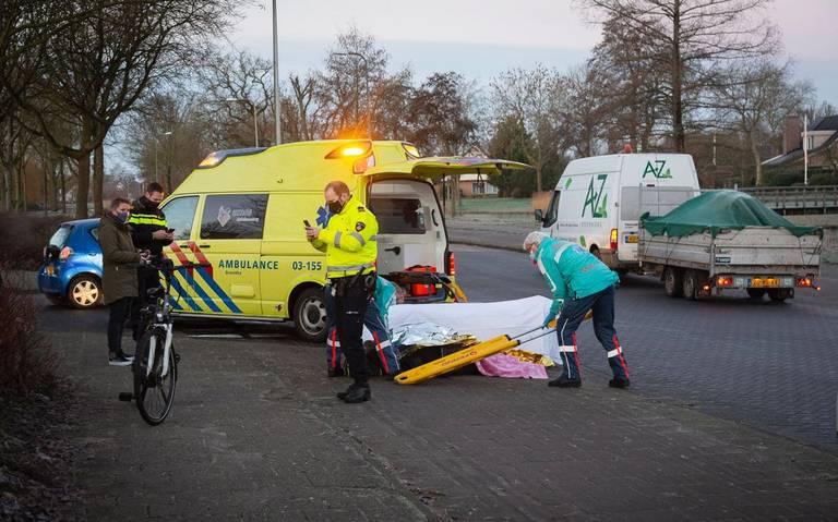 Fietser gewond bij botsing met auto op Harm Smeengelaan Hoogeveen.