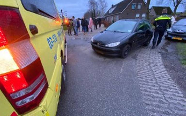 Fietser naar ziekenhuis na aanrijding op Zesde Wijkweg Hollandscheveld.