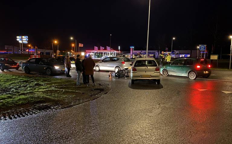 Botsing scootmobiel en auto in Nieuw-Buinen.