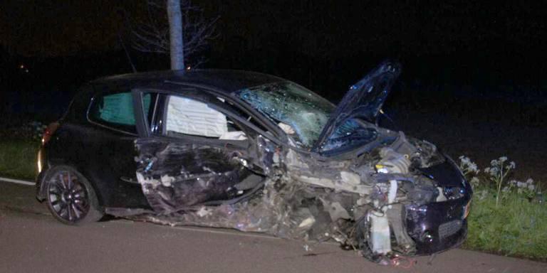 Chauffeur gewond na auto-ongeluk in Emmen.