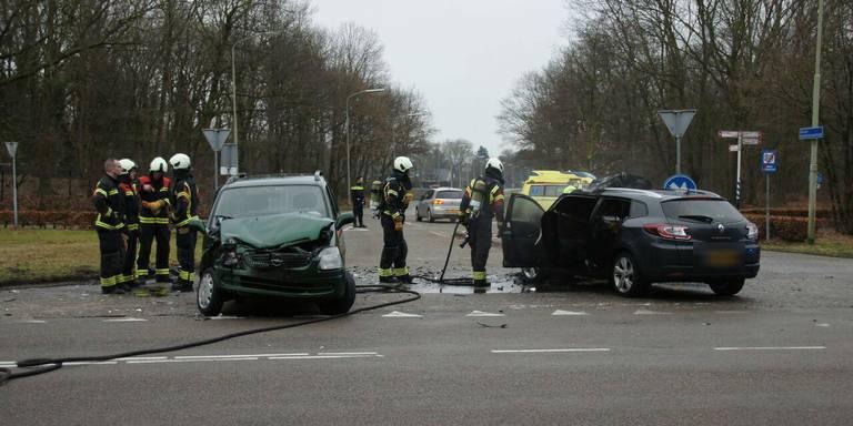 Botsing op kruising Ermerweg en Nieuw-Amsterdamsestraat.