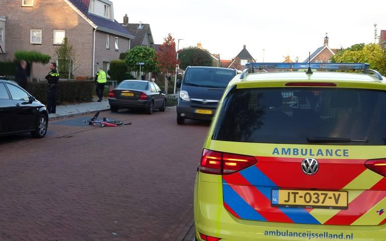 Kind ernstig gewond na aanrijding op de Berkenlaan in Staphorst.