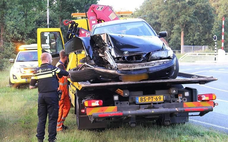 Bestuurder laat voertuig achter na ongeval bij Nijeveen.