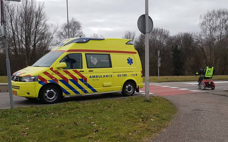 Vrouw op scootmobiel gewond na botsing met vrachtwagen op de Ruinerwoldseweg in Meppe.