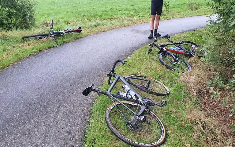 Wielrenner gewond na botsing langs Hullenweg Roderesch.