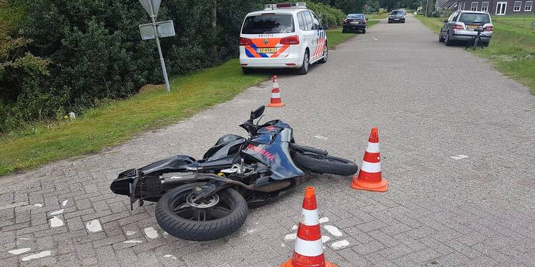Brommerrijder gewond bij botsing met auto in Uffelte.