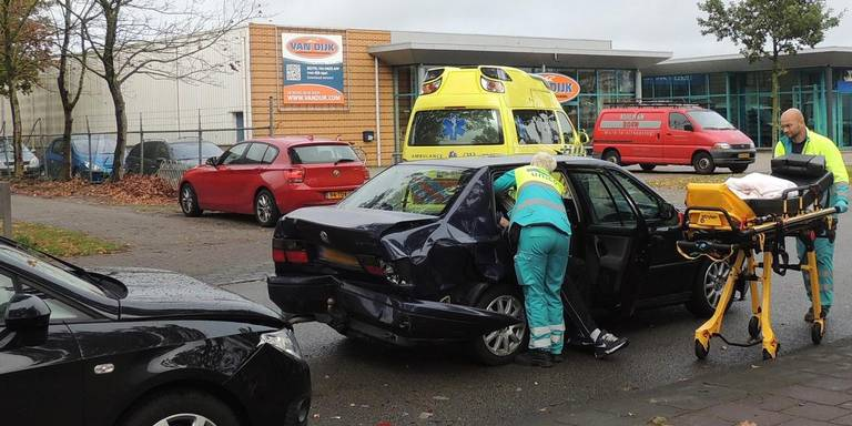 Twee gewonden na aanrijding in Hoogeveen.
