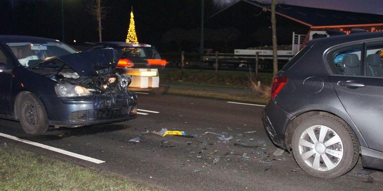 Twee gewonden na botsing tussen twee auto's in Erica.