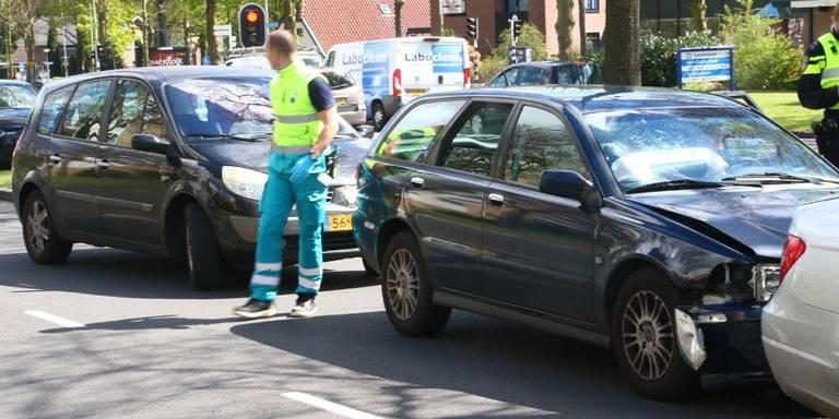 Kettingbotsing op Ermerweg in Emmen.