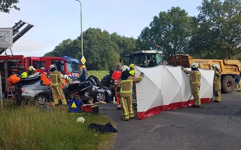 Automobiliste gewond bij botsing met tractor in Veeningen.
