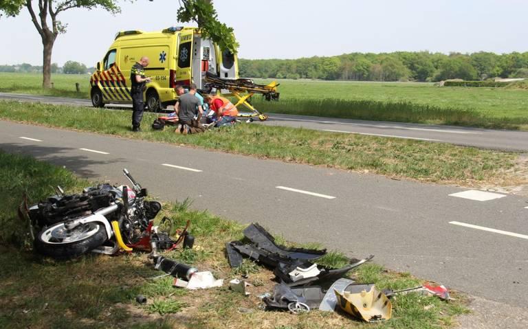 Motorrijder aangereden op N353 Wapserveen: met spoed naar ziekenhuis.