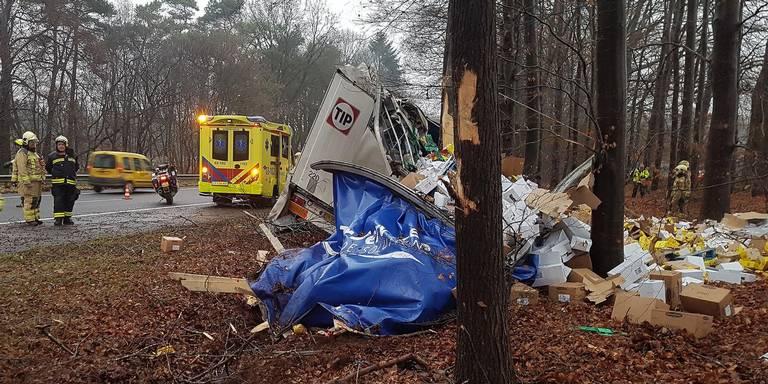 Ravage langs A28 tussen Spier en Beilen door ongeluk met vrachtwagen.