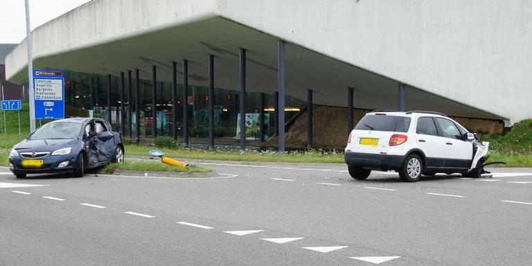 Gewonden bij botsing in Emmen.