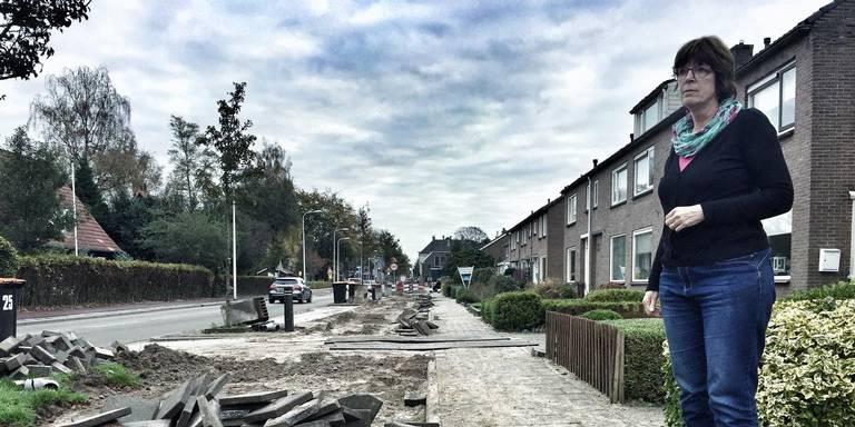 Stoep in Hoogeveense straat smaller en schuiner: bewoners vrezen ongelukken.