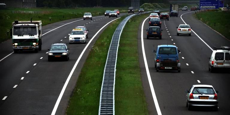 Ongeluk op A7 bij Groningen: lange file en veel vertraging.