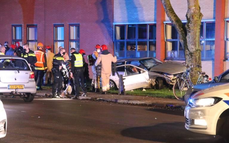 Ernstig ongeluk op de J.G. Pinksterstraat in Veendam: meerdere gewonden en één arrestatie.