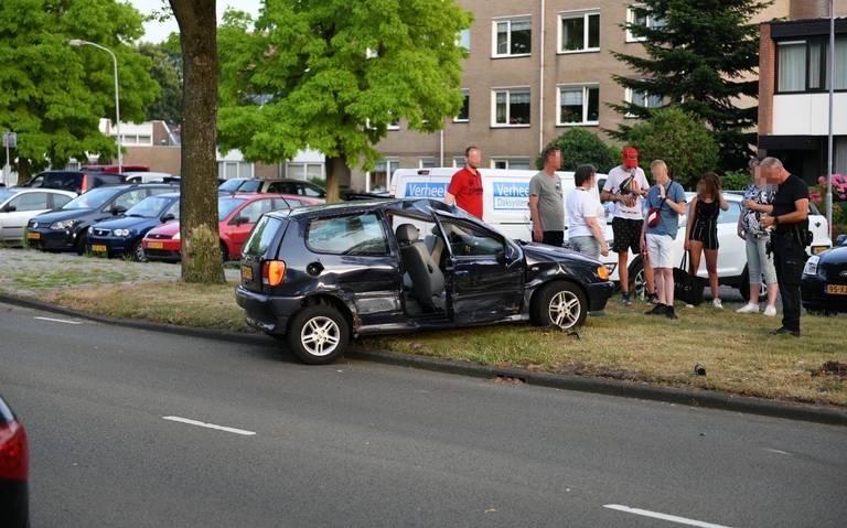 Drie gewonden bij botsing tussen twee autos in Waalwijk.