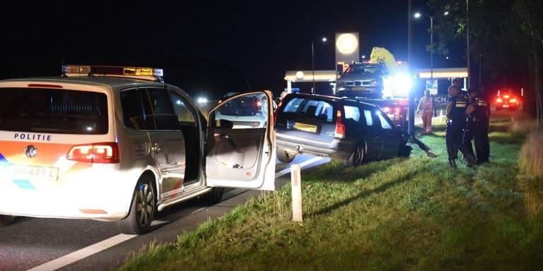 Dronken automobilist op de vlucht zonder voorwiel na botsing op A7.