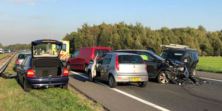 Kettingbotsing met acht autos op snelweg bij Hoogkerk: A7 enkele uren dicht.