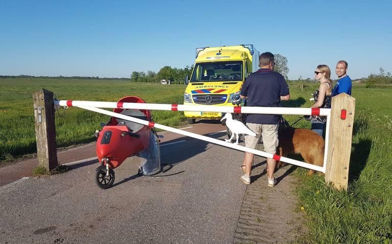 Vrouw gewond bij botsing met hek op fietspad Grootegast.