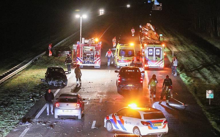 Ravage op A7 bij Marum door ongeluk, snelweg richting Friesland dicht.