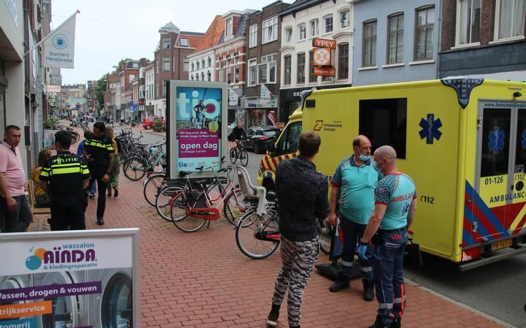 Fietster gewond na botsing met andere fietser op de Nieuwe Ebbingestraat in Groningen.