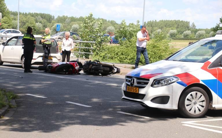 Motorrijder gewond na botsing met andere motor in Groningen.