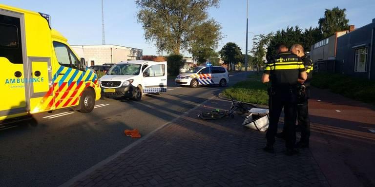Fietsster gewond bij botsing met auto in Groningen.