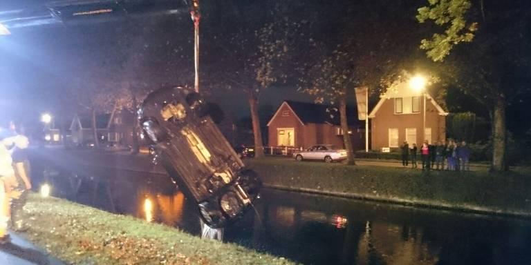 Auto te water na botsing tussen Stadskanaal en Musselkanaal.