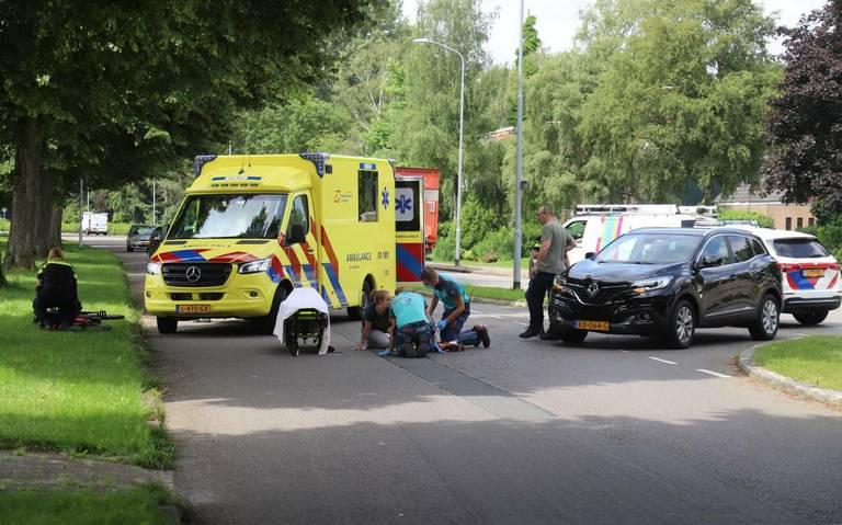 Fietser gewond na aanrijding op de Troelstralaan in Hoogezand.