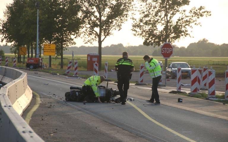 Motorrijder gewond bij ongeluk op N366: traumahelikopter ter plaatse.