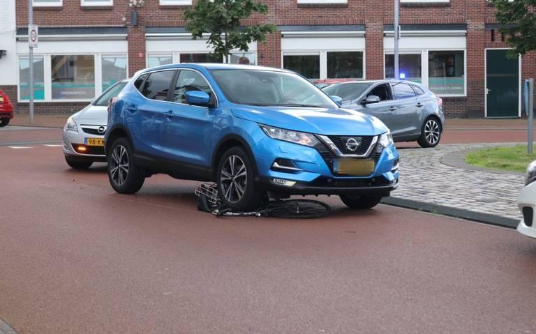 Fietser gewond na aanrijding op shared-space rotonde in Winschoten.