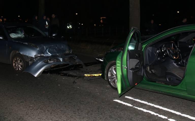 Frontale botsing Udesweg Winschoten: één persoon gewond.