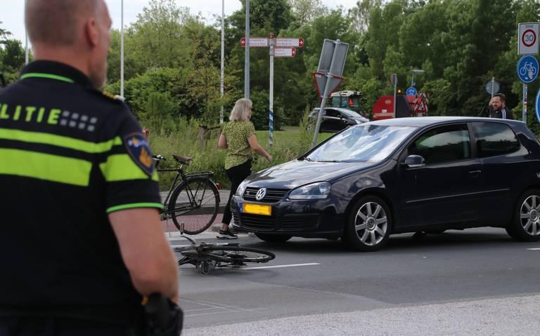 Fietster gewond na aanrijding op de Van Ketwich Verschuurlaan in Groningen.