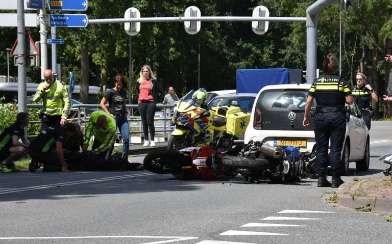 Motorrijder ernstig gewond na botsing op kruising Borgweg/Rijksweg.