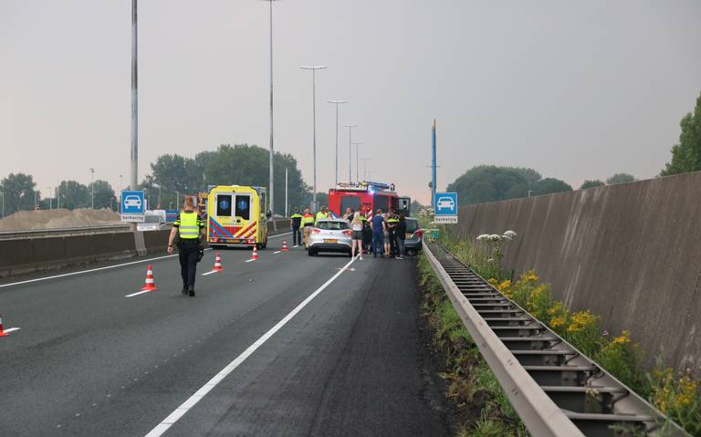 Spookrijder raakt gewond bij ongeval op N7 nabij Groningen.